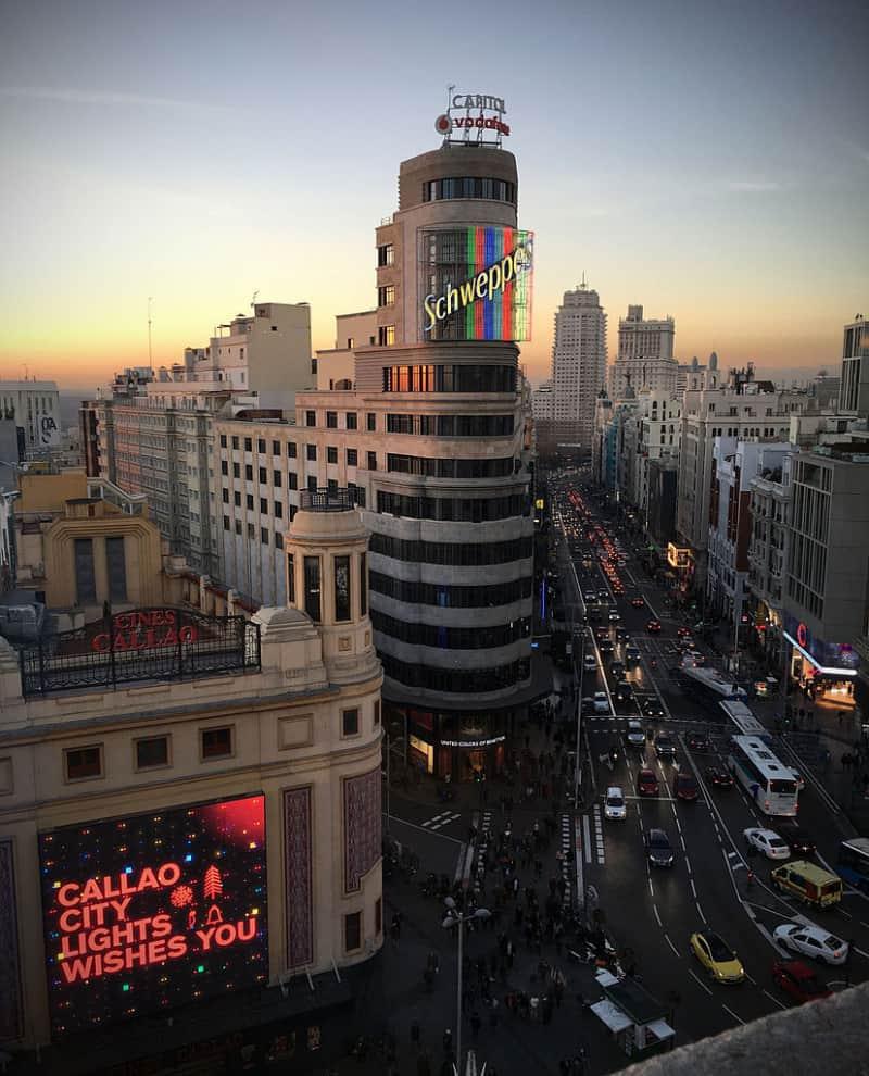La playlist perfecta para visitar Madrid - Los neones son los protagonistas