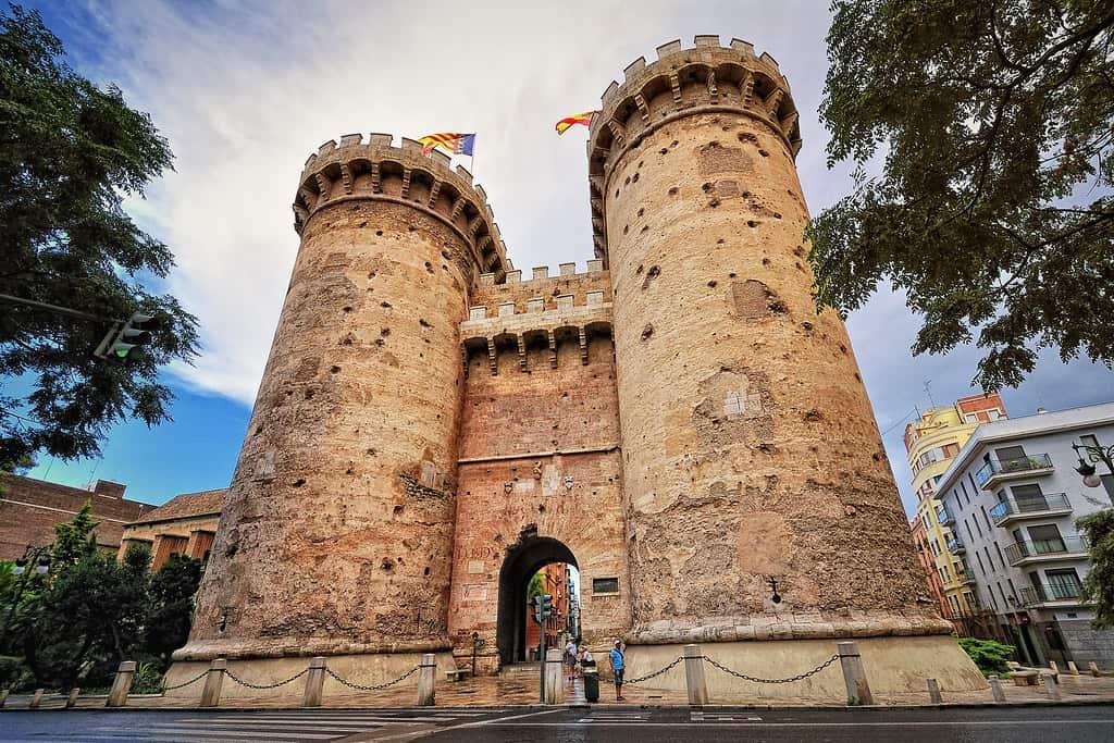 Torres de Quart - 5 curiosos lugares que no pueden faltar durante tu escapada Valencia