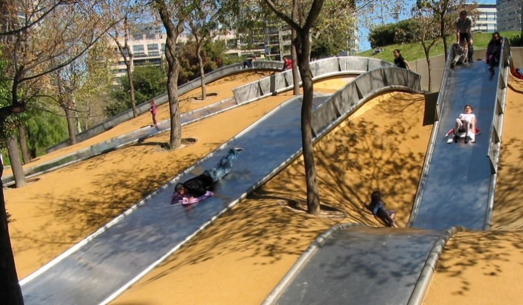 PARQUE DE LOS TOBOGANES GIGANTES DE DIAGONAL MAR - Los 5 mejores parques de Barcelona
