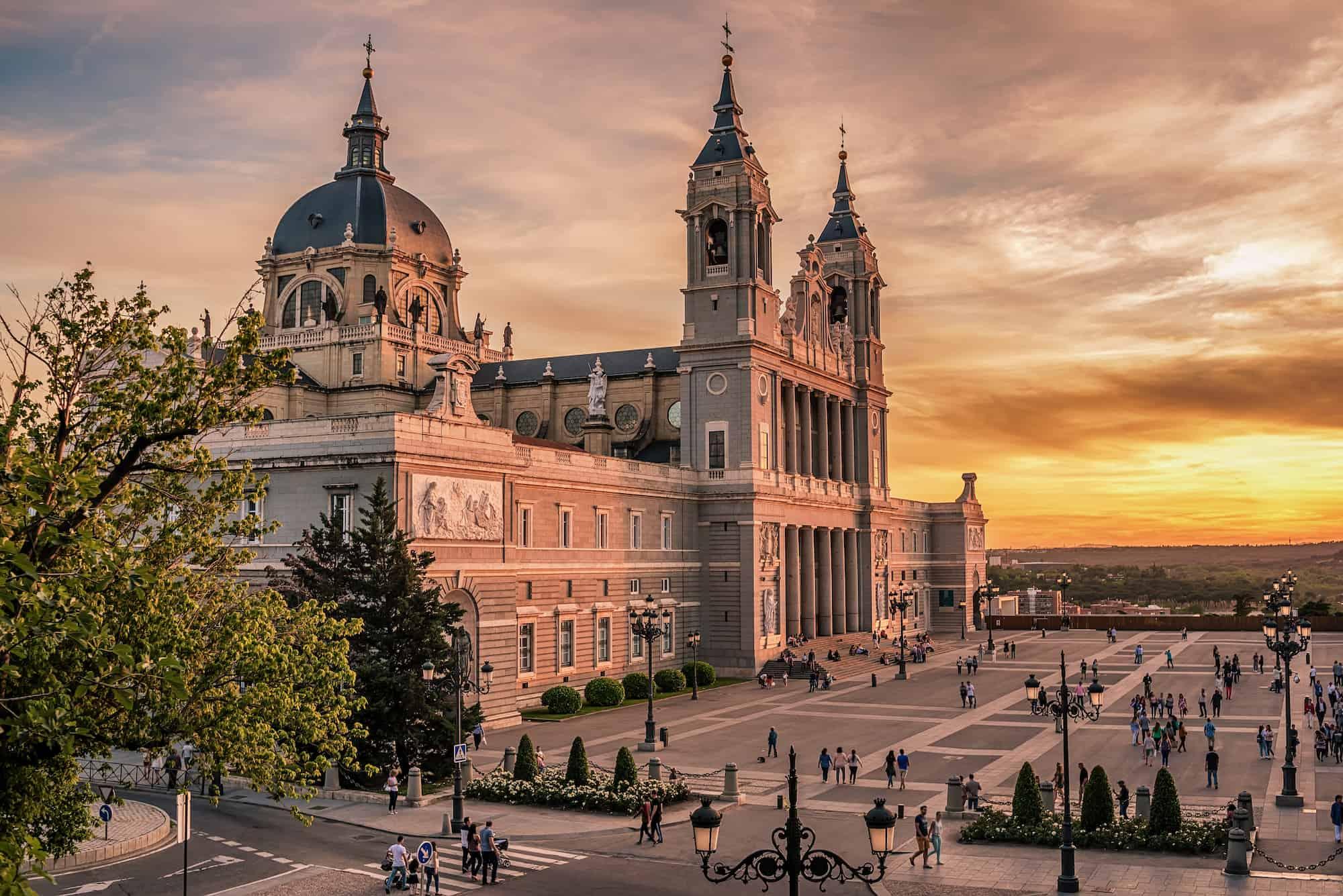 Palacio Real - Los 5 atardeceres más bonitos de la ciudad de Madrid.